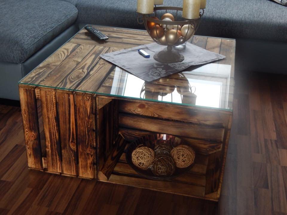 aus neuen kisten couchtisch aus geflammten apfelkisten auf rollen inkl glasplatte 81x81x44cm. Black Bedroom Furniture Sets. Home Design Ideas