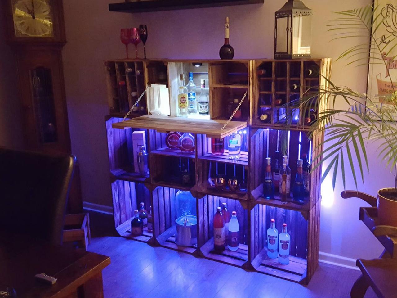 XXL Minibar aus geflammten Kisten + LED Beleuchtung