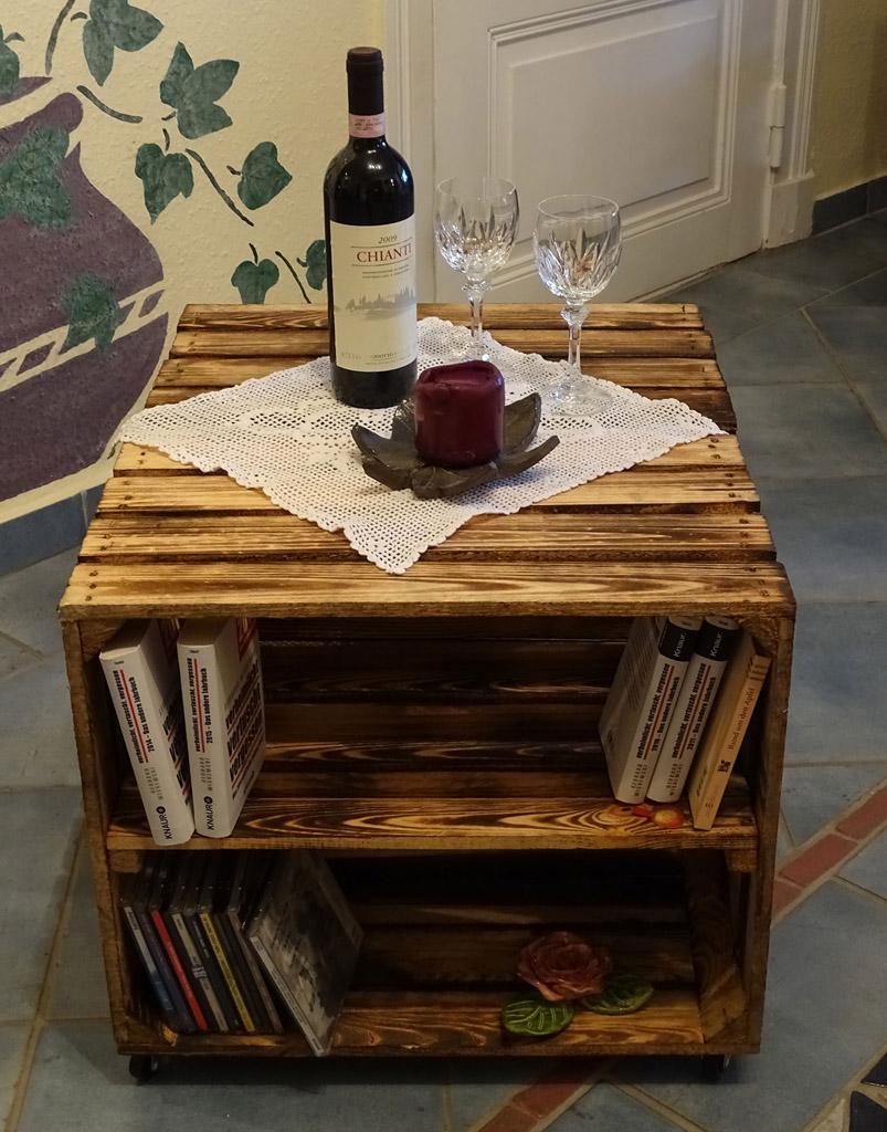 geflammte kisten beistelltisch geflammt auf rollen mit. Black Bedroom Furniture Sets. Home Design Ideas