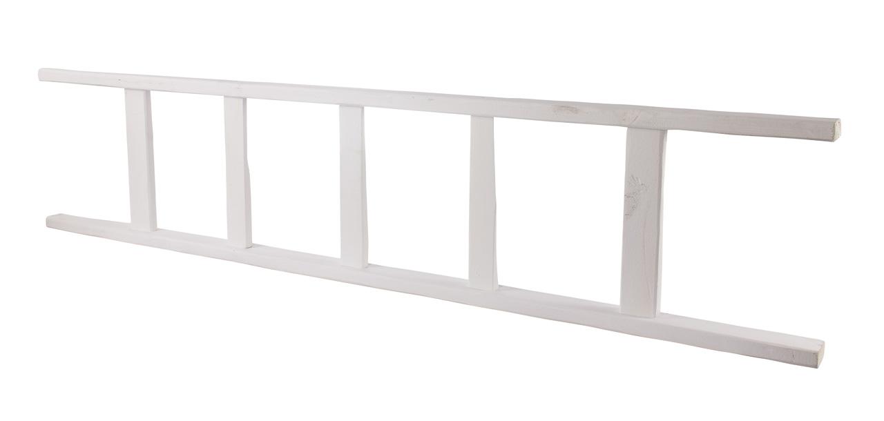 Neue weiße Holzleiter