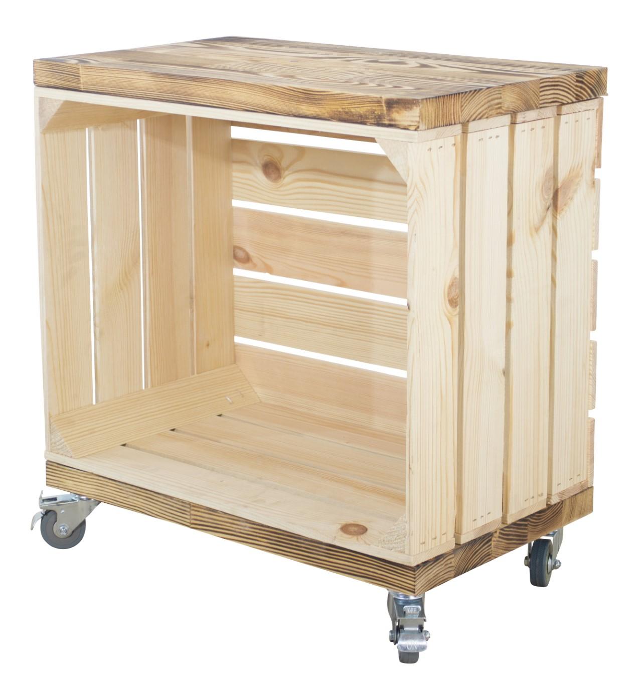 Beistelltisch aus einer Kiste in natur mit 2 geflammten Bohlenbrettern auf Rollen 53x50x30cm