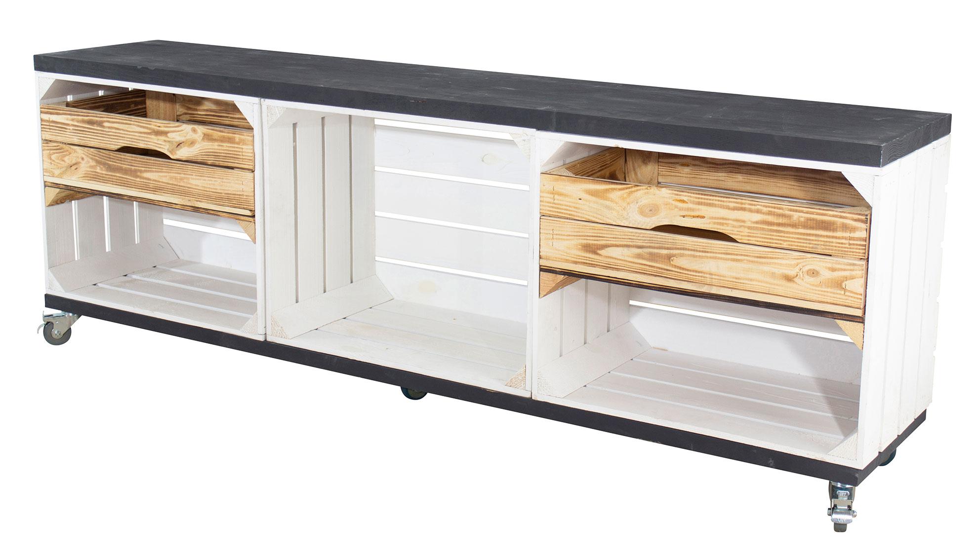 TV Schrank in weiß aus 3 Kisten und 2 Bohlenbrettern auf Rollen 150x53x30