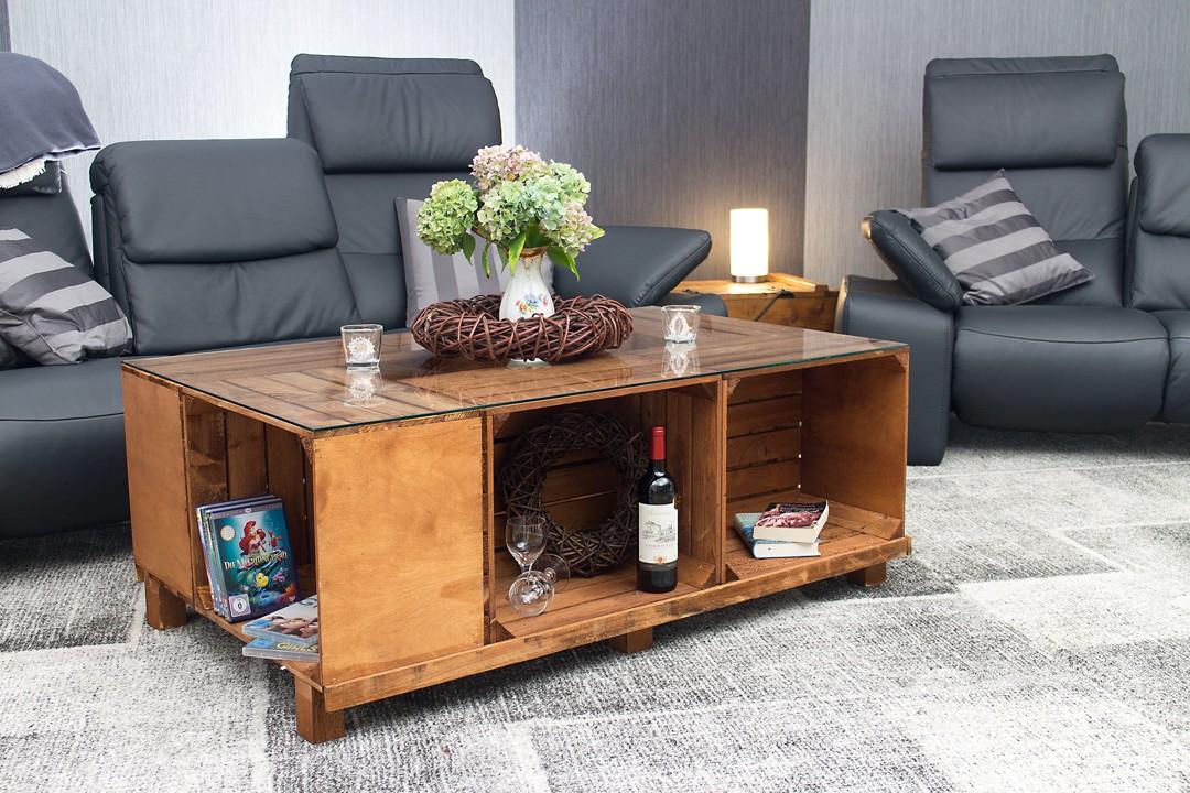 kistentisch vintage couchtisch aus gebeizten apfelkisten und glasplatte 131 5x43x82 5cm. Black Bedroom Furniture Sets. Home Design Ideas
