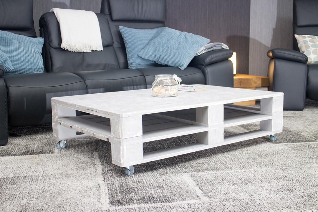 wohnzimmer couchtisch aus palettenholz shabby auf. Black Bedroom Furniture Sets. Home Design Ideas