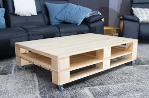 palettentisch couchtisch aus hellem palettenholz auf rollen 120x80cm obstkisten. Black Bedroom Furniture Sets. Home Design Ideas