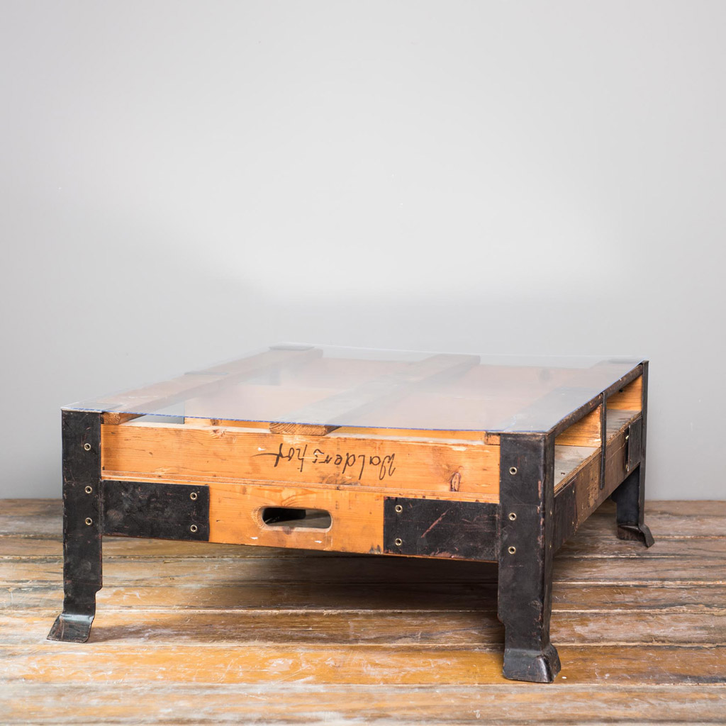 /// B-Ware /// Vintage Industrietisch inkl. Glasplatte 106x85x40cm